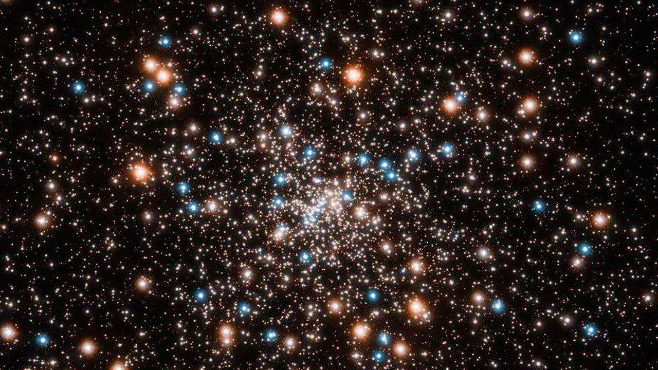 Астрономы обнаружили рой черных дыр звездной массы